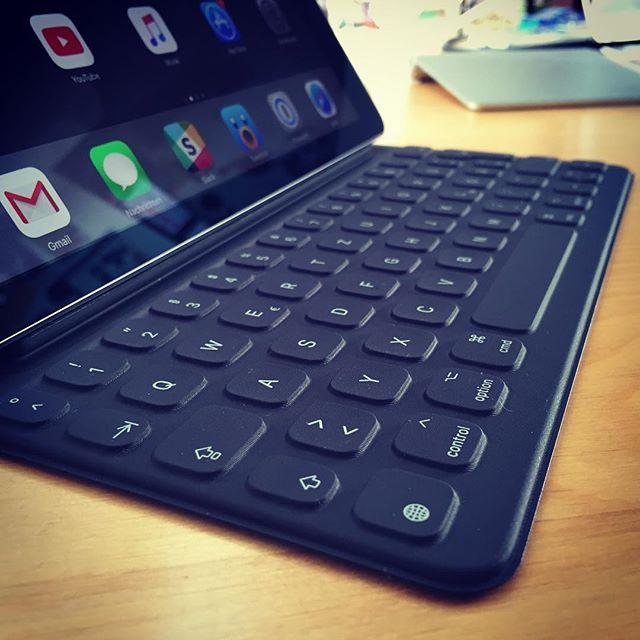 Coole Sache, dieses Smart Keyboard. Nach 3 Tagen schon voll dran gewöhnt. #apple #gadget