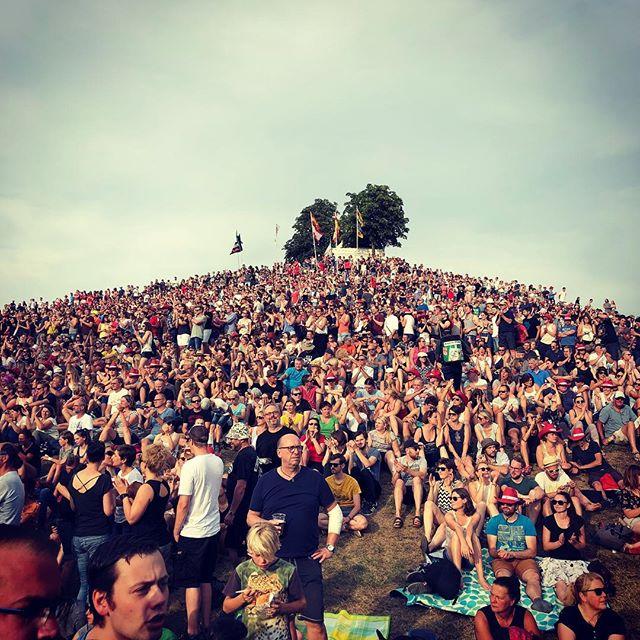 Es ist wieder so weit: Hügelmenschen auf dem Menschenhügel. #dasfest #karlsruhe