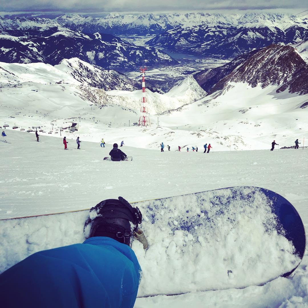 Mal wieder am #kitzsteinhorn mit @ulinstagram #snowboard fahren. 😎🤘🏻🏂
